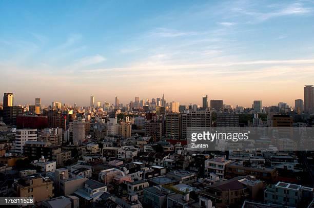 morning glow in tokyo - shinjuku stockfoto's en -beelden