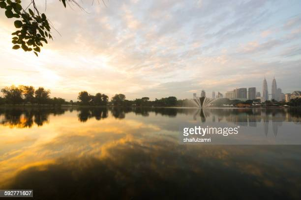 morning in lake titiwangsa - shaifulzamri stock pictures, royalty-free photos & images