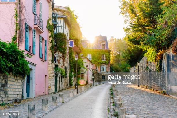 morning in montmartre, paris, france - paris stockfoto's en -beelden