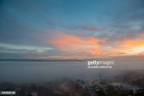 morning mist over banhado in são josé dos campos - claudio capucho stock pictures, royalty-free photos & images