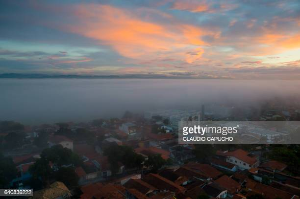 morning mist over banhado in são josé dos campos - claudio capucho stock photos and pictures