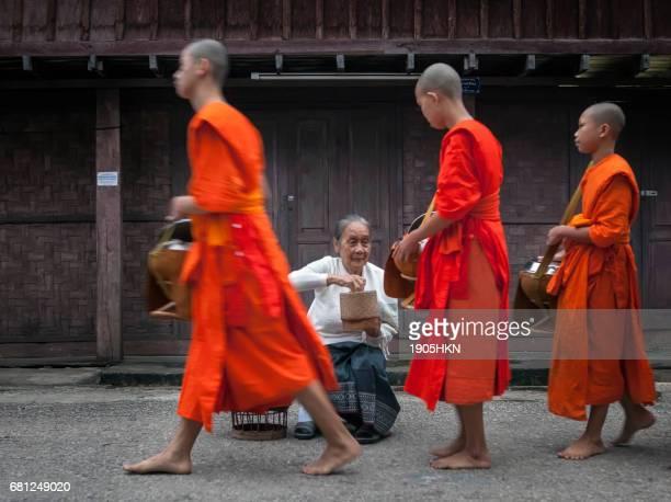Morgen monk-Prozession in Luang Prabang, Laos