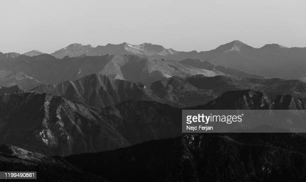 morning mountain layers - mountain ridge stock pictures, royalty-free photos & images