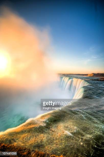 morning niagara falls mist - niagara falls stock pictures, royalty-free photos & images