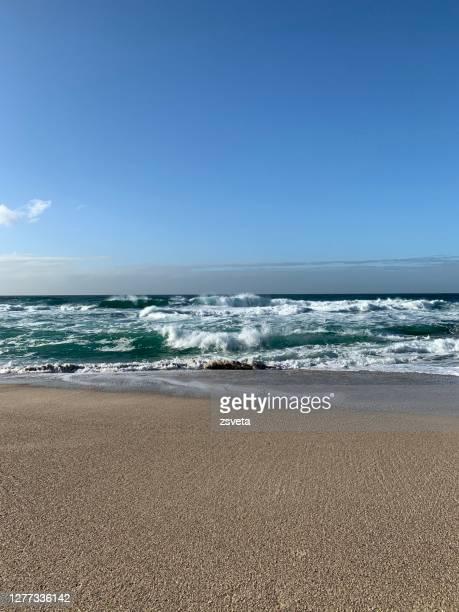 morning ocean waves - rivage photos et images de collection