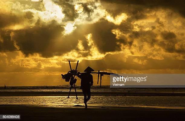 morning on beach - ナムディン ストックフォトと画像