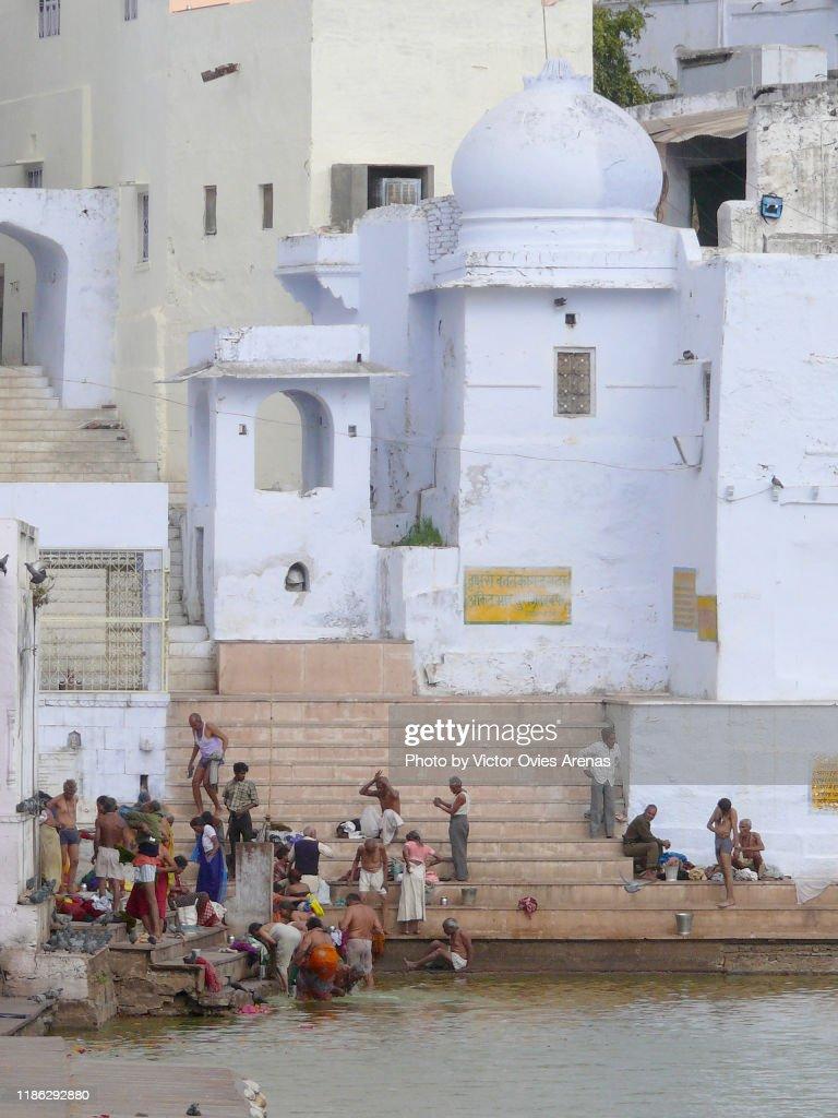 Morning rituals in the ghats, Pushkar, Rajasthan, India : Foto de stock