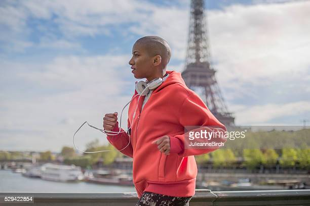 morning run in paris - mid adult women stock pictures, royalty-free photos & images