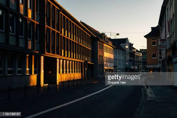 morning street illuminated by sunlight - bonn stock-fotos und bilder