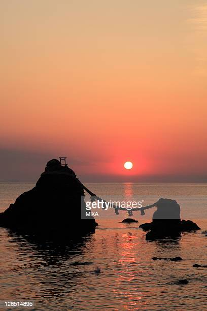 morning sun and meoto-iwa, ise, mie, japan - ise mie stock pictures, royalty-free photos & images