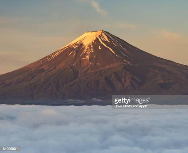 Morning sun dyes Fuji to red