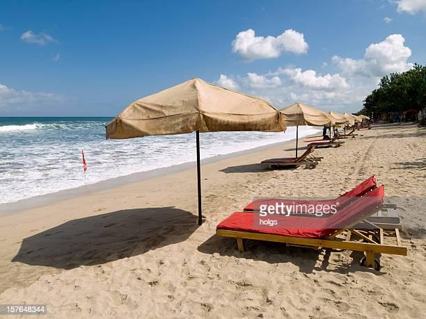 Sol de la mañana sobre Kuta Beach Bali, INdonesia