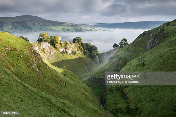 morning sunlight on peveril castle, derbyshire, england - peveril castle stock pictures, royalty-free photos & images