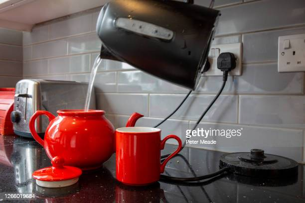 morning tea - kettle stock pictures, royalty-free photos & images