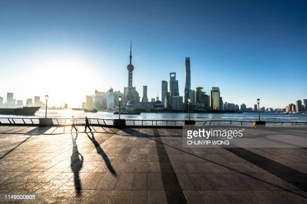 morning, the bund in shanghai - shanghai stock pictures, royalty-free photos & images
