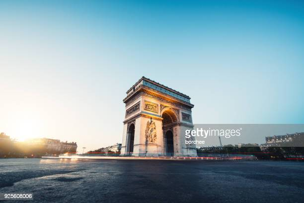 morning traffic at arc de triomphe - champs elysees quarter stock pictures, royalty-free photos & images