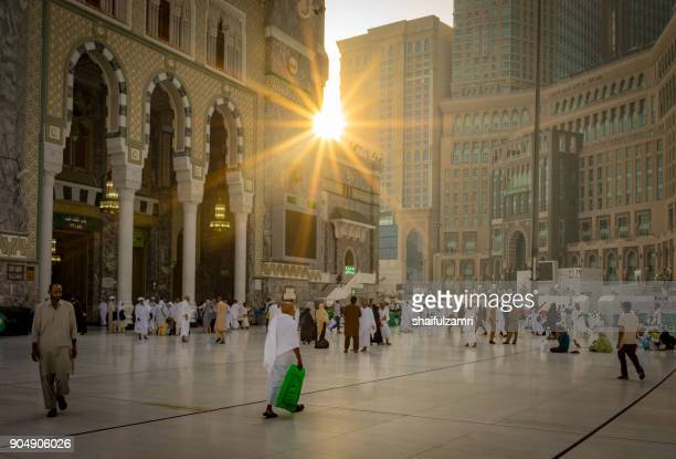 morning view from masjid al-haram (sacred mosque) surrounds the kaaba, the cloth-covered cubic structure that's islam's most sacred shrine. mecca, in a desert valley in western saudi arabia, is islam's holiest city. - shaifulzamri stock pictures, royalty-free photos & images