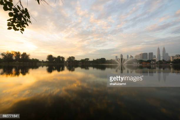 morning view in lake titiwangsa - shaifulzamri stock pictures, royalty-free photos & images
