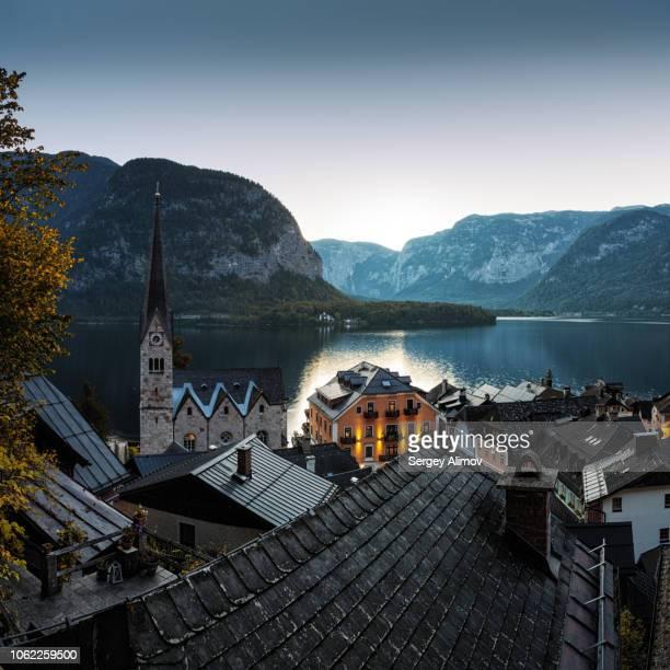 morning view of hallstatt town - hallstatt fotografías e imágenes de stock