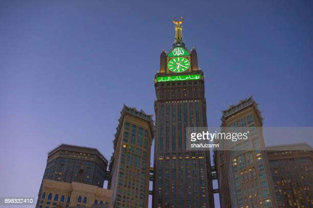 morning view of minaret mecca royal clock tower hotel - shaifulzamri stock-fotos und bilder