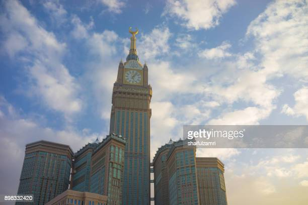 morning view of minaret mecca royal clock tower hotel - shaifulzamri stock pictures, royalty-free photos & images