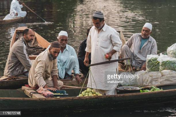 morning view of traditional floating market at dal lake of kashmir. - shaifulzamri stock pictures, royalty-free photos & images