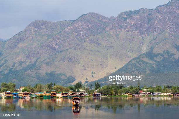morning view over dal lake, kashmir with beautiful mountain landscape. - shaifulzamri stock pictures, royalty-free photos & images