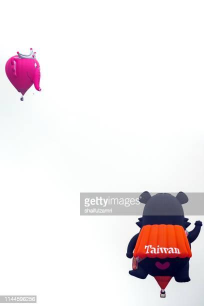 morning view with hot balloons over putrajaya, malaysia. - shaifulzamri stock pictures, royalty-free photos & images