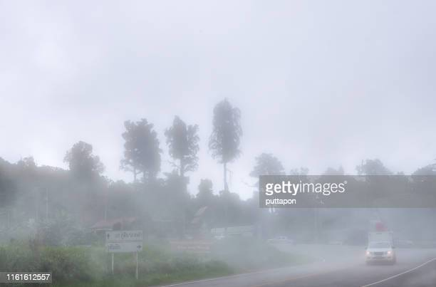 morning vision of the phu thap boek road with full fog, phetchabun's popular tourist attraction during the rainy season and winter there will be a beautiful mist in the morning. - boek stock-fotos und bilder