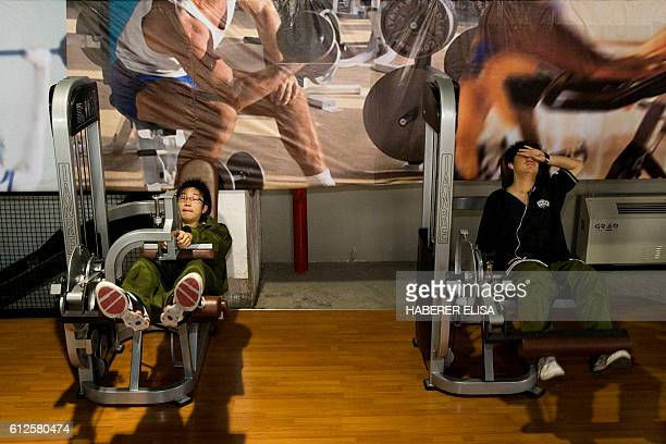 Mornings spent in the weight room are designed to give back to the patients the motivation to practise sports The Daxing Detox Center hosts teenagers...