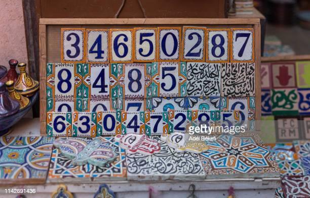 moroccan ceramics souvenir (marrakesh) - financiële cijfers stockfoto's en -beelden