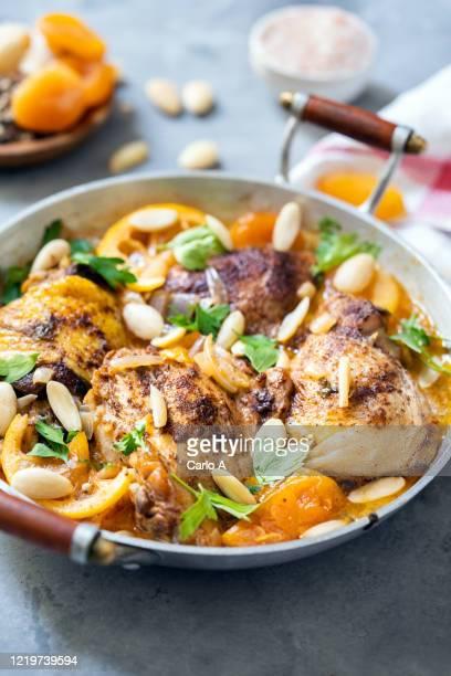 moroccan chicken - couscous photos et images de collection