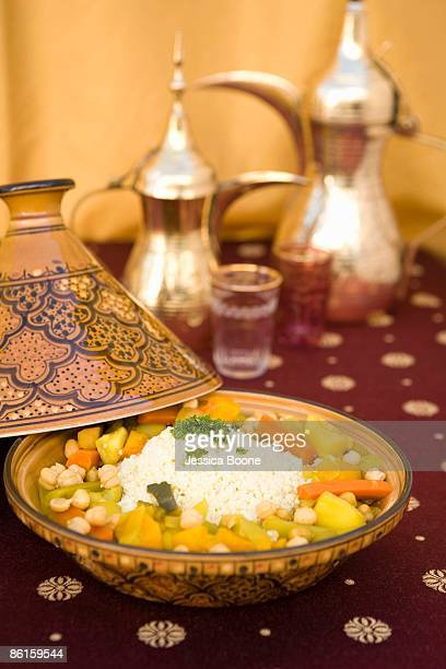 moroccan dish with rice and vegetables - couscous marocain photos et images de collection