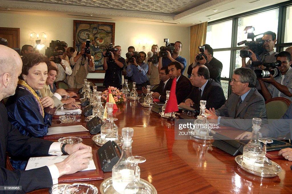 Moroccan Foreign Minister Mohamed Benaissa (R, sea : News Photo