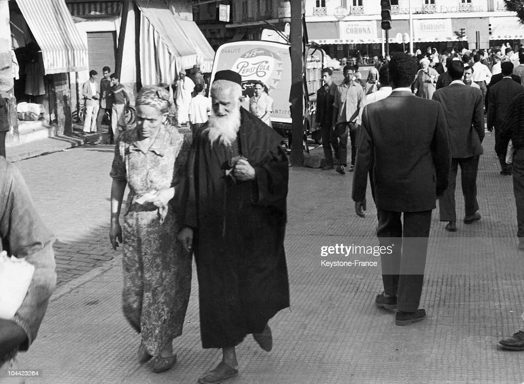 Moroccan Jew Couple Walking In Casablanca In 1957 : News Photo