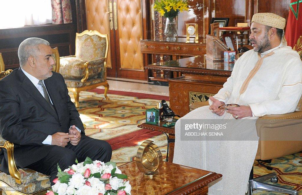 Moroccan King Mohammed VI (R) speaks wit : News Photo