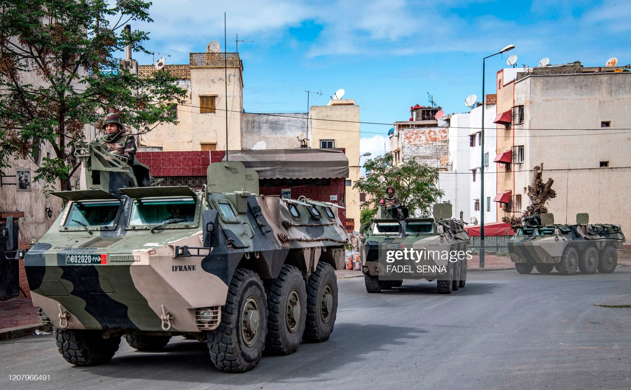 Renault VAB VTT et VCI des Forces Armées Royales - Page 3 Moroccan-military-armoured-personnel-carriers-drive-along-a-road-to-picture-id1207966491?s=2048x2048