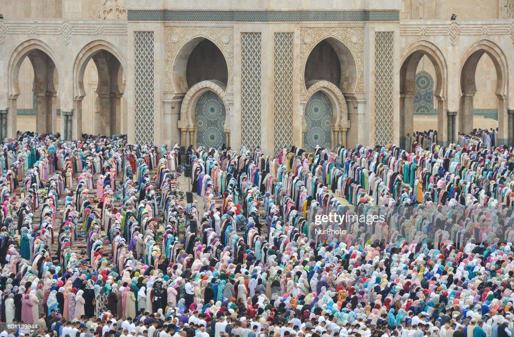 Cool Morocco Eid Al-Fitr 2018 - moroccan-muslims-gather-to-celebrate-eid-alfitr-prayer-in-casablancas-picture-id801139944  Picture_32772 .com/photos/moroccan-muslims-gather-to-celebrate-eid-alfitr-prayer-in-casablancas-picture-id801139944