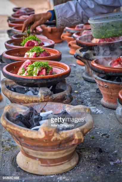 tajines marroquíes con verduras y carne (hdri) - tajine fotografías e imágenes de stock