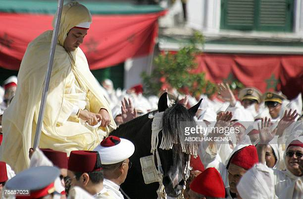 Moroccans pay allegiance to King Mohammed VI of Morocco at Tetouan palace northern Morocco 31 July 2007 during celebrations marking the eighth...