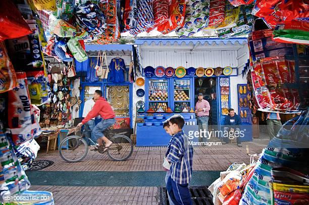 Morocco, Essaouira, people on shopping street in Medina