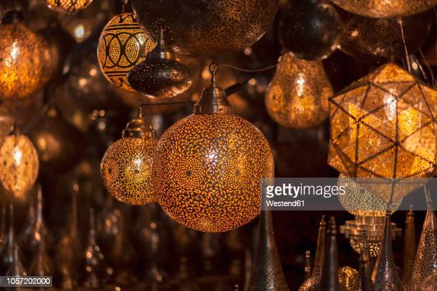 morocco, marrakesh, illuminated lamps at souk - marrakech photos et images de collection