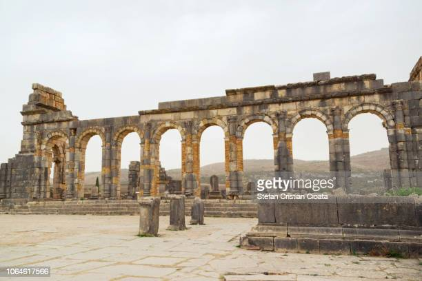morocco, volubilis, roman ruins of basilica - volubilis fotografías e imágenes de stock