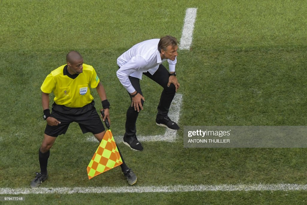 TOPSHOT - Morocco's French coach Herve Renard during the Russia 2018 World Cup Group B football match between Portugal and Morocco at the Luzhniki Stadium in Moscow on June 20, 2018. (Photo by Antonin THUILLIER / AFP) / RESTRICTED
