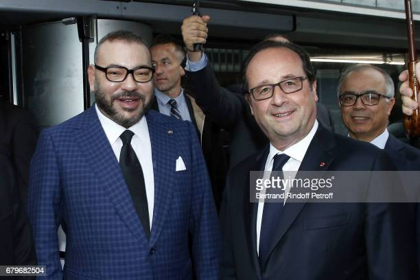 Morocco's King Mohammed VI and French President Francois Hollande visit 'Tresor de l'Islam en Afrique' at Institut du Monde Arabe on May 6 2017 in...