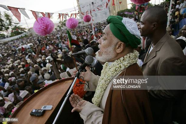 Comoran presidential candidate Ahmed Abdallah Sambi addresses his supporters 11 May 2006 at a final political rally in Moroni Comoros Voters in...