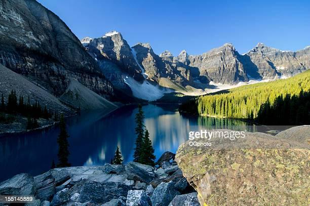 morraine lake, banff national park, kanada - ogphoto stock-fotos und bilder