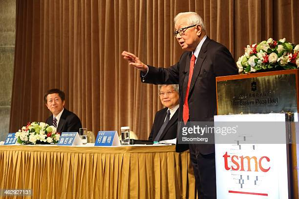 Morris Chang, chairman of Taiwan Semiconductor Manufacturing Co. , right, speaks as Wei Che-Chia, co-chief executive officer and co-president, center...