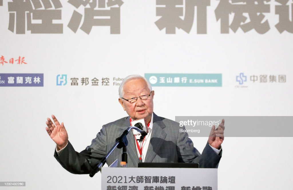 TSMC Founder Morris Chang Speaks At UDN Forum : News Photo