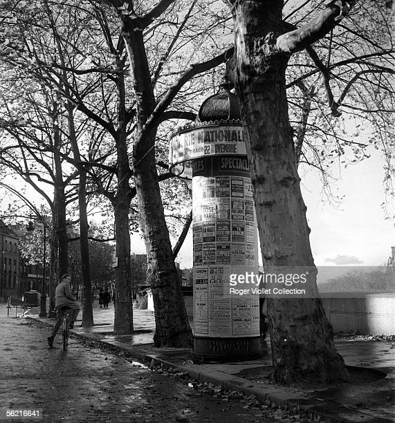 Morris Column Paris Malaquais quay november 1944